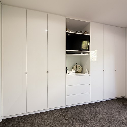 gloss-white-bedroom-cupboards